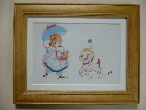 刺繍デザインプリント002:アンと愛犬ラプラスの額