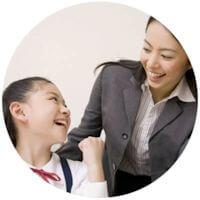 ICLサンプル塾 暗記の仕方を教わる小学生と講師